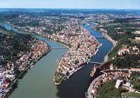Touristenboom am Drei-Flüsse-Eck